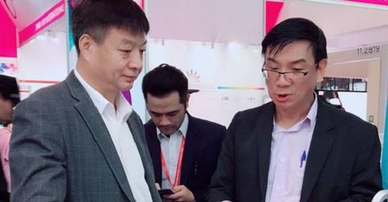 与宁夏省美容协会会长刘守忠会长合影